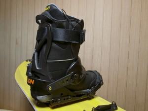 スノーボードとブーツを接着