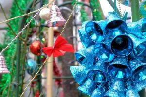 クリスマスの飾りが街にあふれる