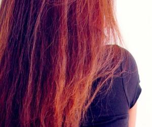 パサパサの髪は静電気が出やすい