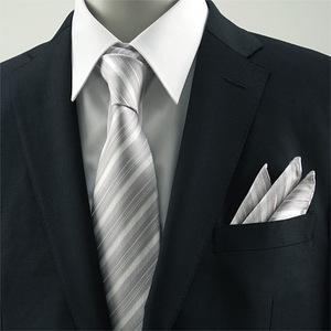 シルバーのネクタイ