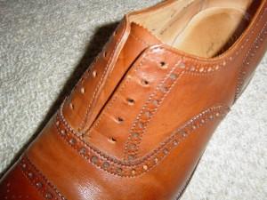 内羽根式の靴