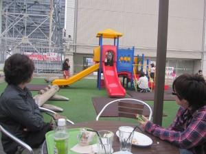 子どもを遊ばせれるカフェプランツ