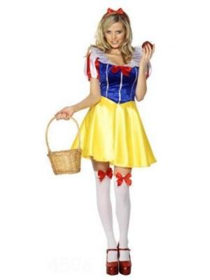 ハロウィンの白雪姫のコスプレ