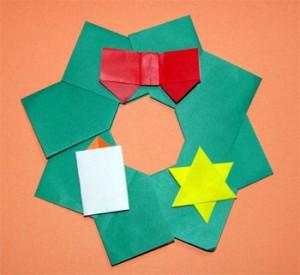 クリスマスに折り紙でリース