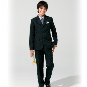 小学生の卒業式のスーツ