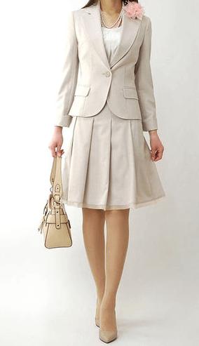 小学校の入学式での母親の服装
